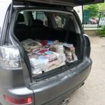 Autókkal hozták a papírhalmokat